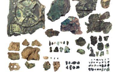 Τα 82 σωζόμενα θραύσματα του «Μηχανισμού των Αντικυθήρων». Β΄ μισό 2ου αι. π.Χ. Ανελκύστηκαν από το ναυάγιο των Αντικυθήρων κατά τις έρευνες του 1900-1901. (© Εθνικό Αρχαιολογικό Μουσείο/ΤΑΠ)